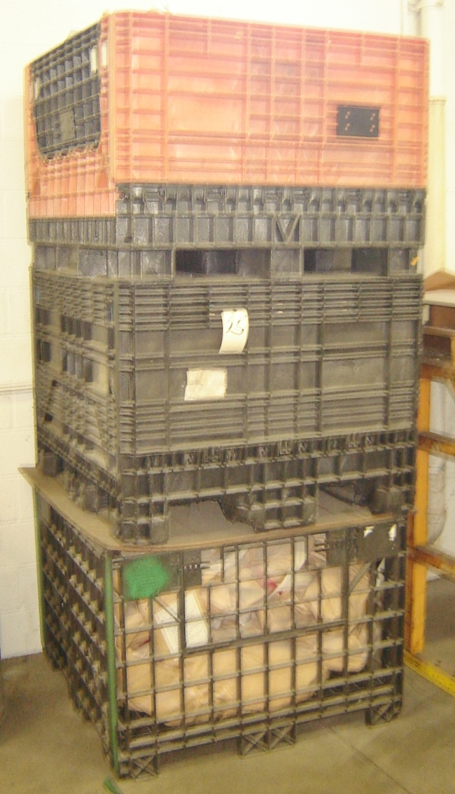 Lot 25 - COLAPESABLE STACKABLE SKID BIN/BOXES