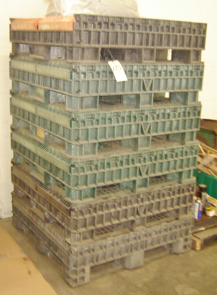 Lot 18 - COLAPSABLE STACKABLE PALLET BIN/BOXES