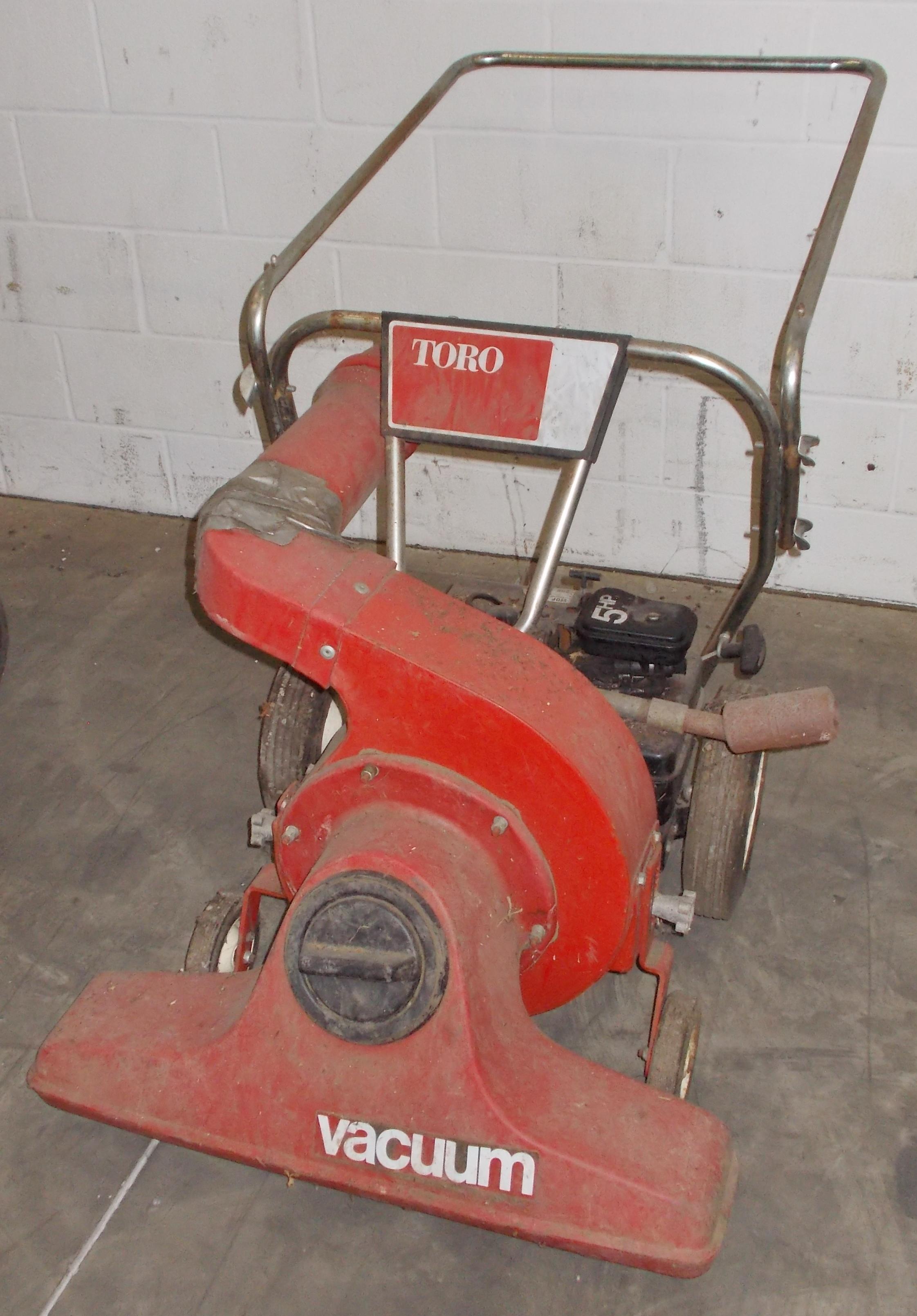 Lot 7 - TORO 5-HP POWER YARD VACUUM