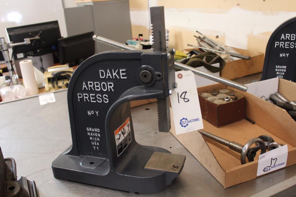 Lot 18 - Dake Arbor Press No.Y