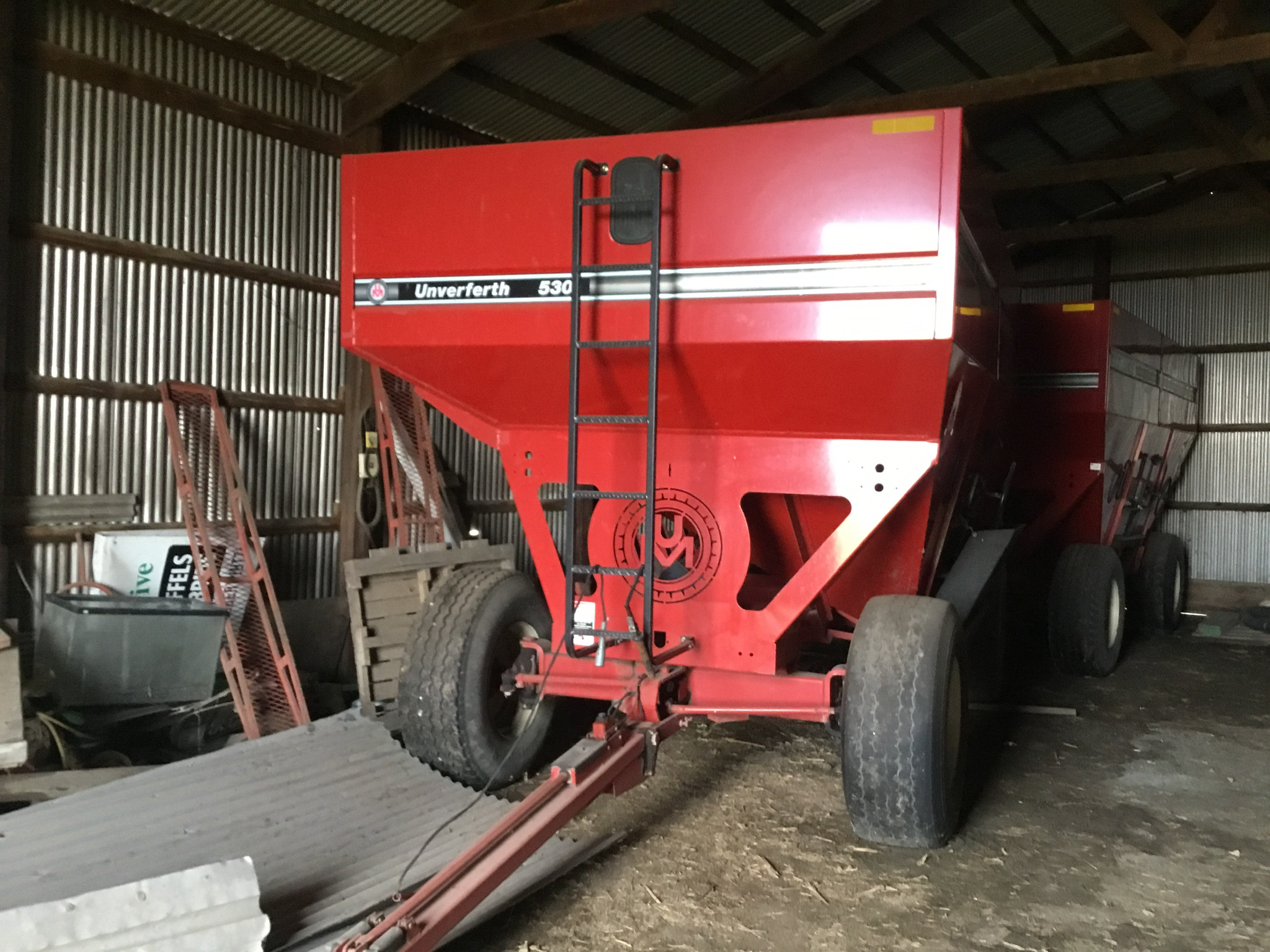 Unverferth 530 Side Dump Wagon, Brakes, 425-65R-22.5 Tires, Serial #B206-50-116, Red, Sharp