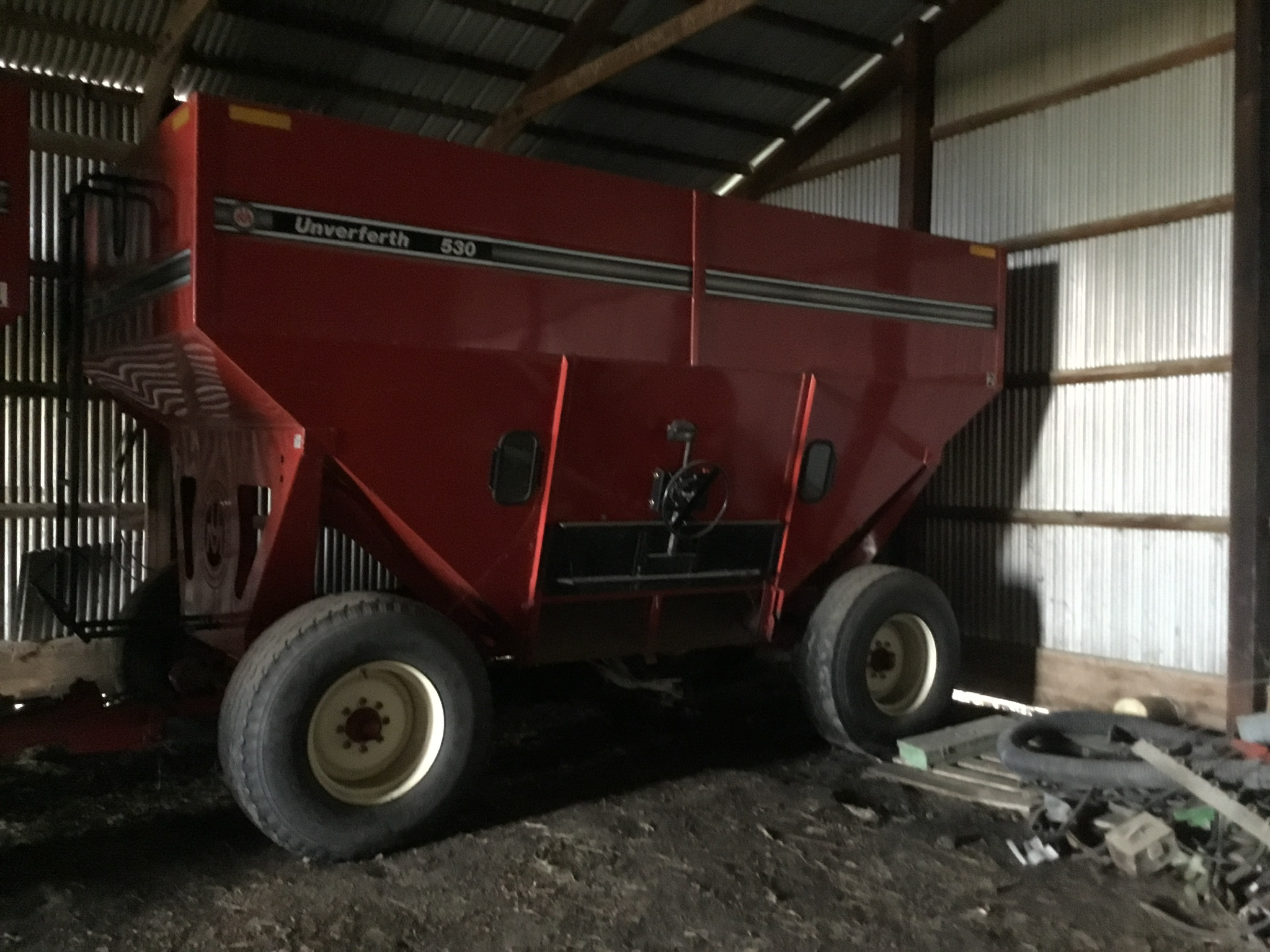 Unverferth 530 Side Dump Wagon, Brakes, 425-65R-22.5 Tires, Serial #B206-50-119, Red, Sharp - Image 3 of 6