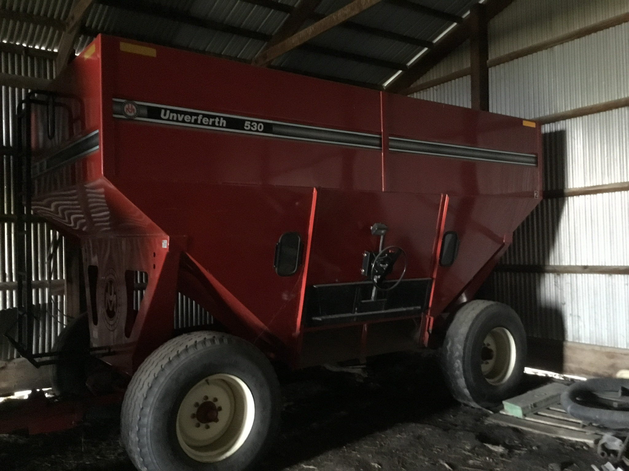 Unverferth 530 Side Dump Wagon, Brakes, 425-65R-22.5 Tires, Serial #B206-50-119, Red, Sharp - Image 4 of 6