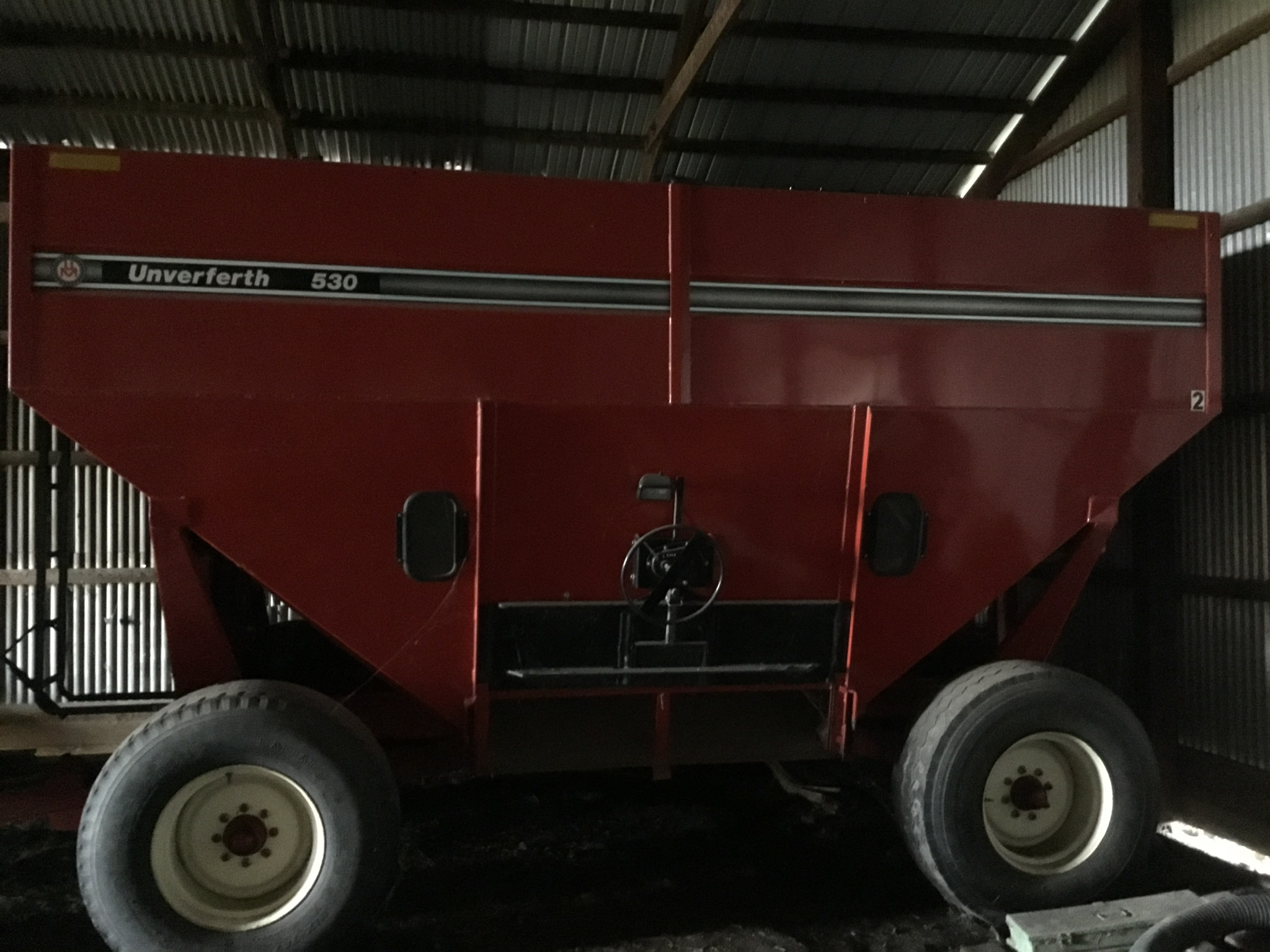 Unverferth 530 Side Dump Wagon, Brakes, 425-65R-22.5 Tires, Serial #B206-50-119, Red, Sharp - Image 5 of 6