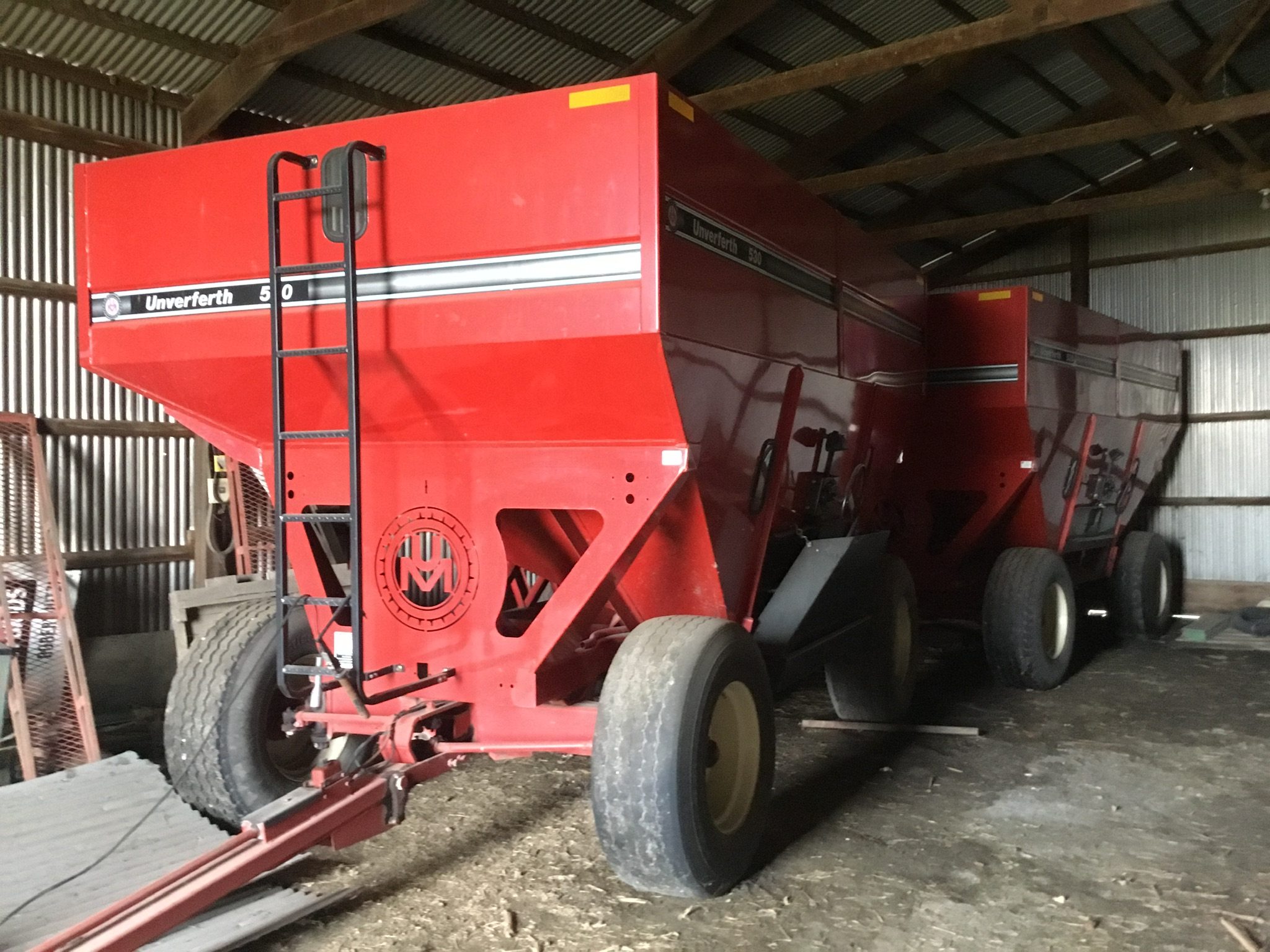 Unverferth 530 Side Dump Wagon, Brakes, 425-65R-22.5 Tires, Serial #B206-50-116, Red, Sharp - Image 3 of 4
