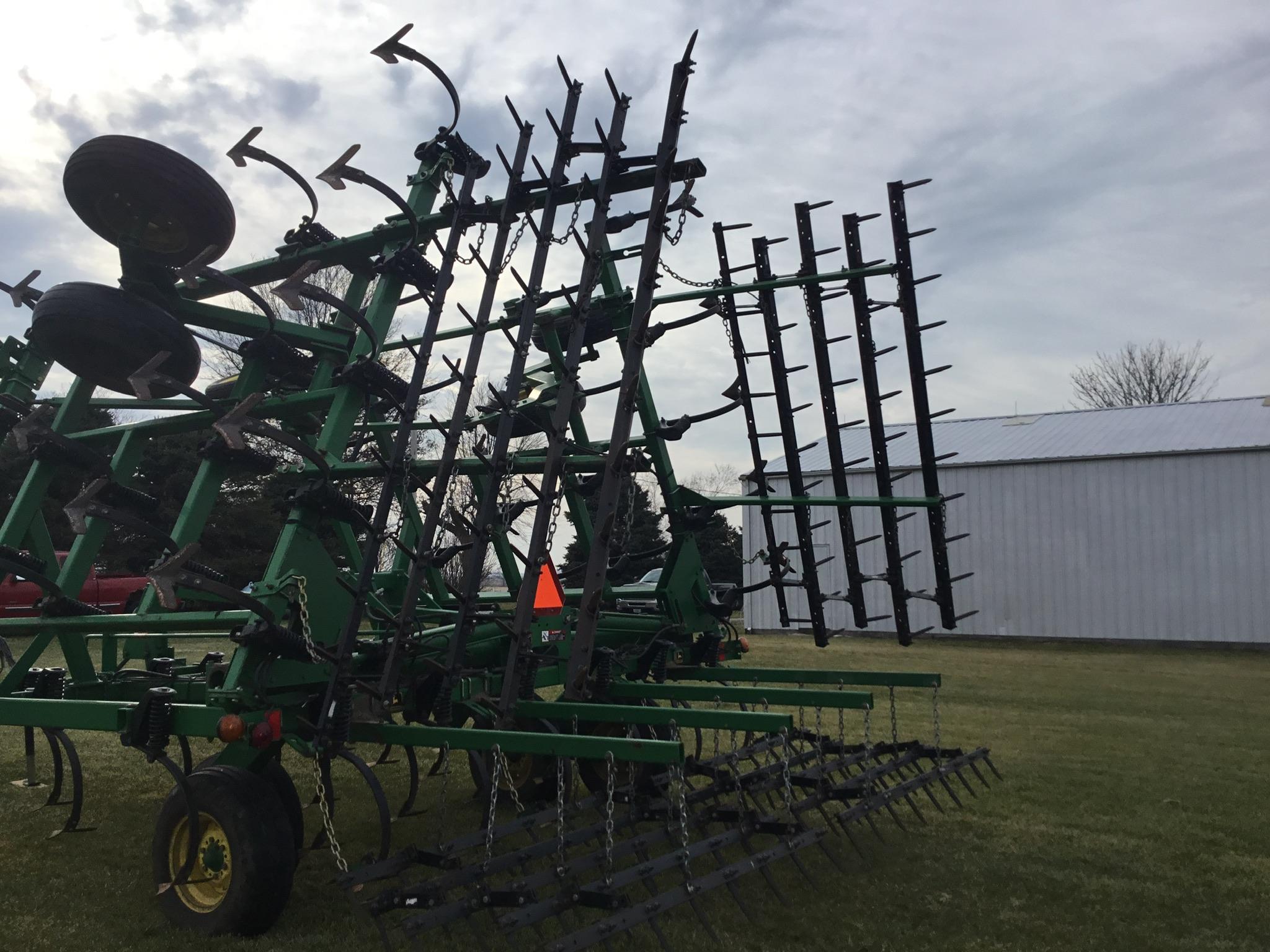"John Deere 980 Field Cultivator, 30Ft., 5 Bar Harrow, Walking Tandems, 9"" Shovels, Serial # - Image 3 of 10"