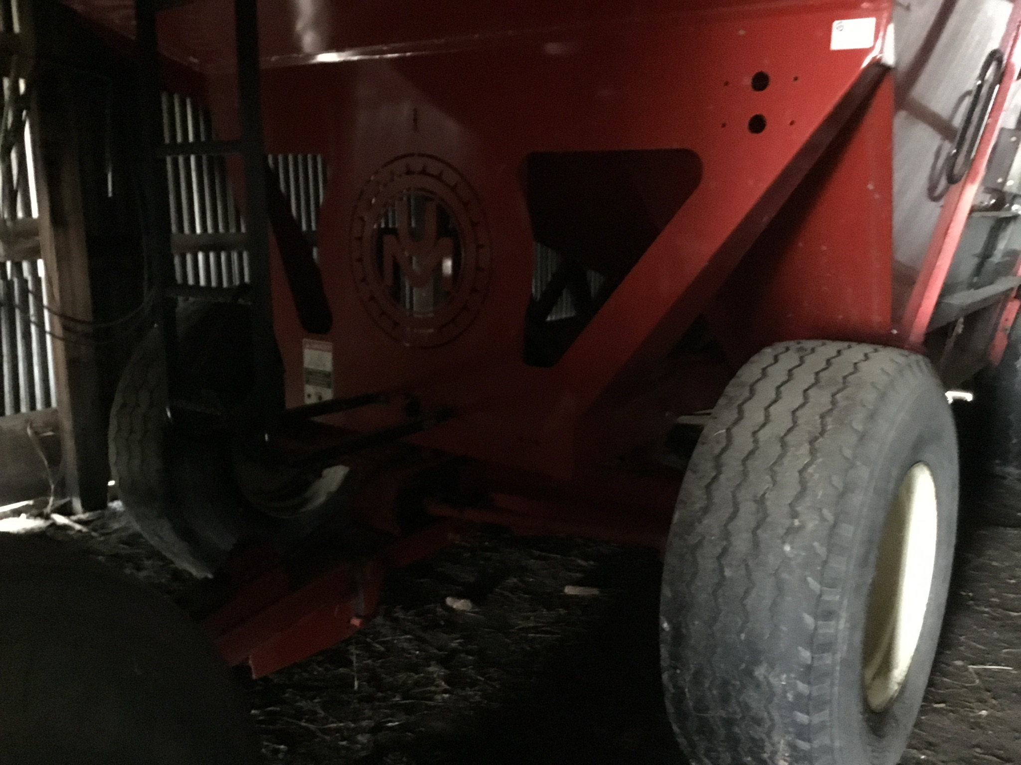 Unverferth 530 Side Dump Wagon, Brakes, 425-65R-22.5 Tires, Serial #B206-50-119, Red, Sharp - Image 6 of 6