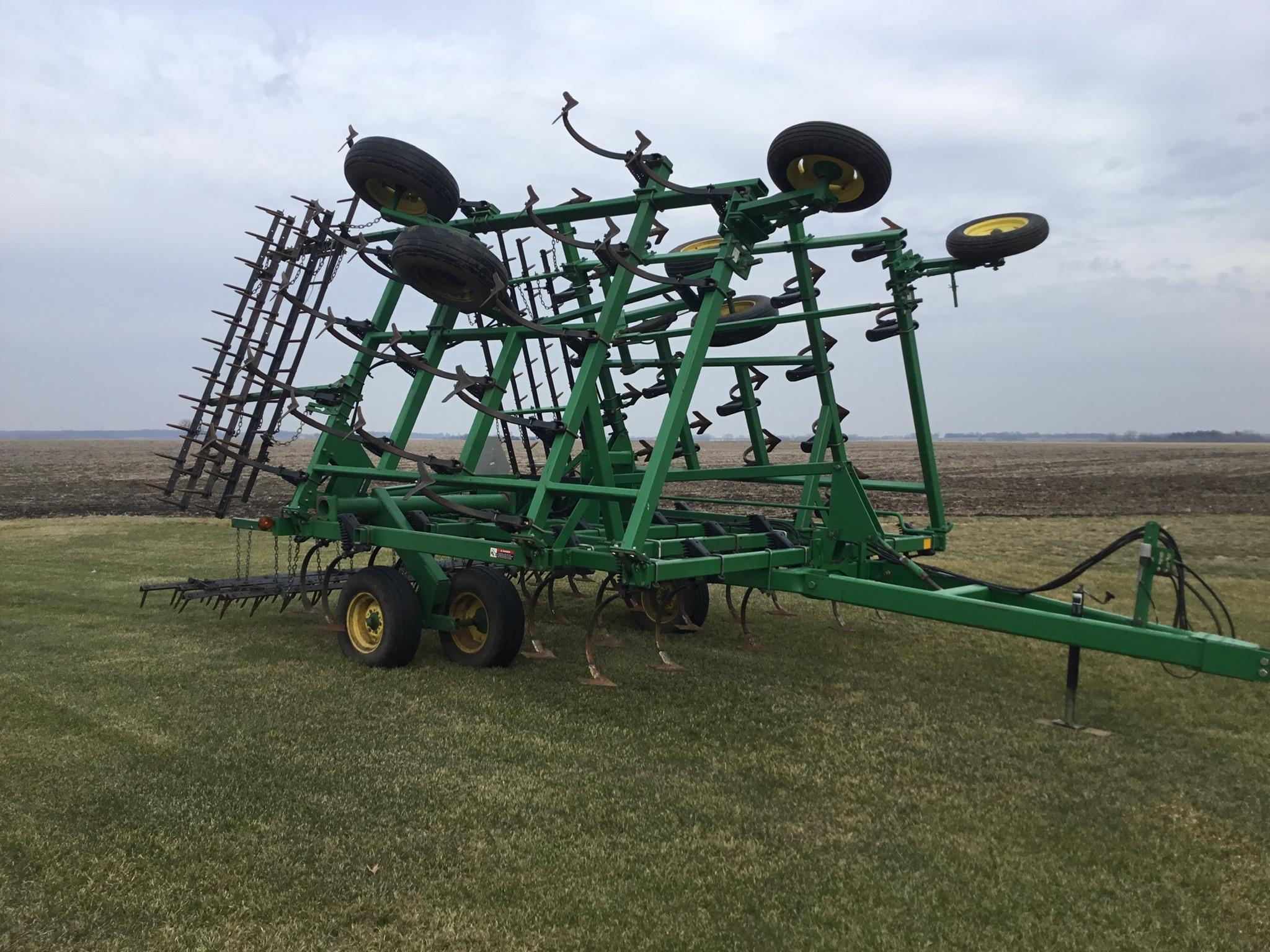 "John Deere 980 Field Cultivator, 30Ft., 5 Bar Harrow, Walking Tandems, 9"" Shovels, Serial # - Image 9 of 10"