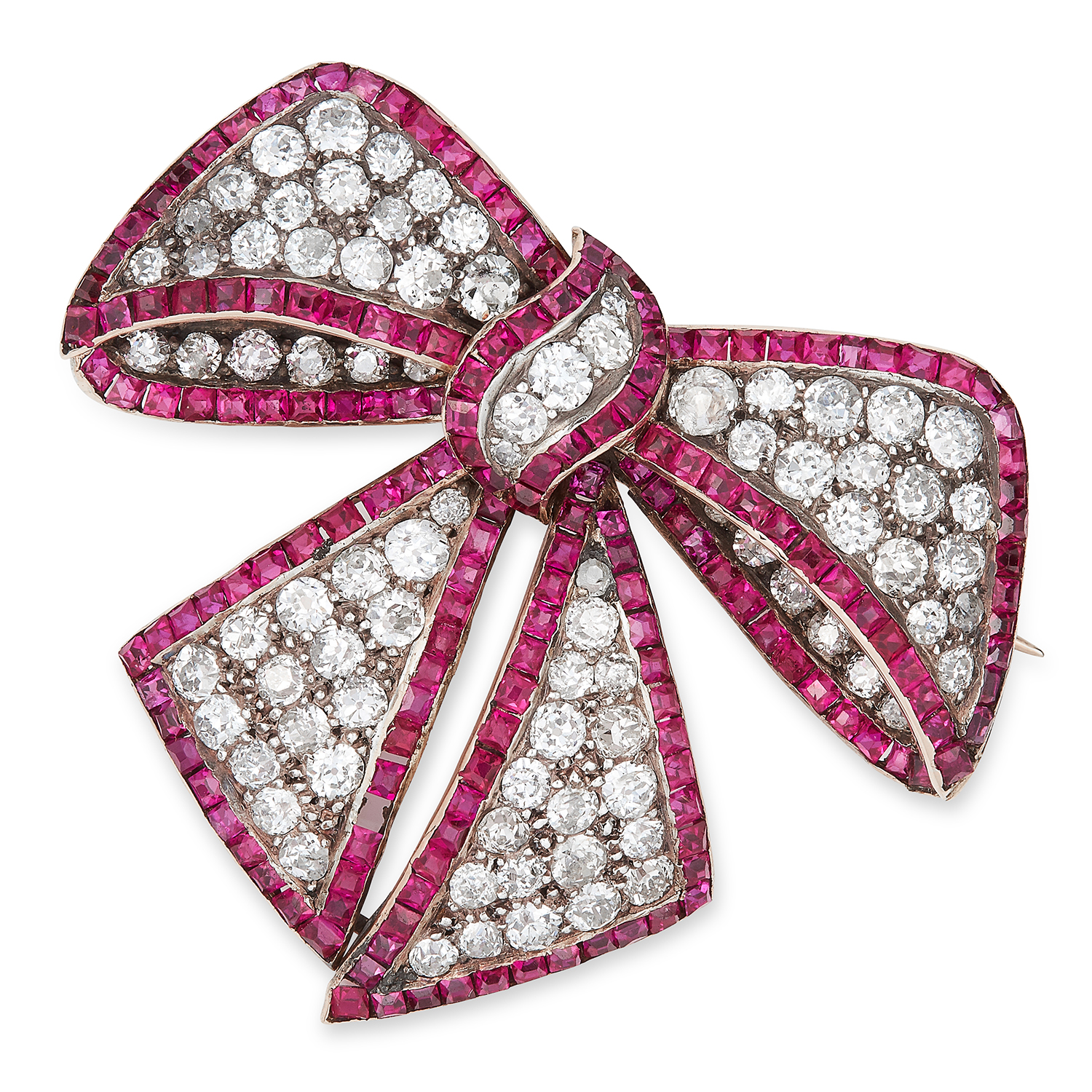 Los 55 - ANTIQUE DIAMOND AND RUBY BOW BROOCH, CIRCA 1900 set with old cut diamonds and step cut rubies,
