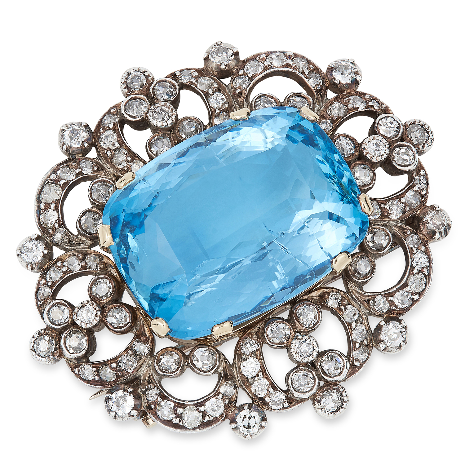 Los 1 - AQUAMARINE AND DIAMOND BROOCH set with an oval cushion cut aquamarine of approximately 30 carats