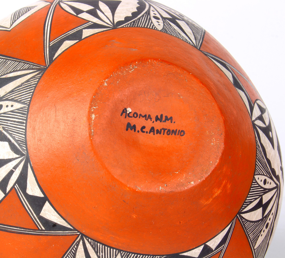 Lot 4686 - (lot of 2) Acoma pots