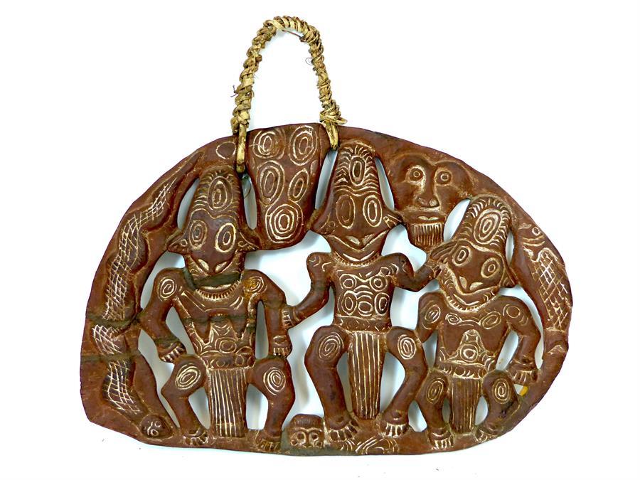 Lot 37 - A Papaya New Guinea hand carved story board