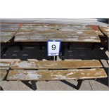 Picnic table / Table à pique-nique extérieure de 4' en bois et base en métal