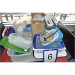 Lot: plastic containers, trays & utensils / contenants, cabaret et ustensiles en plastique