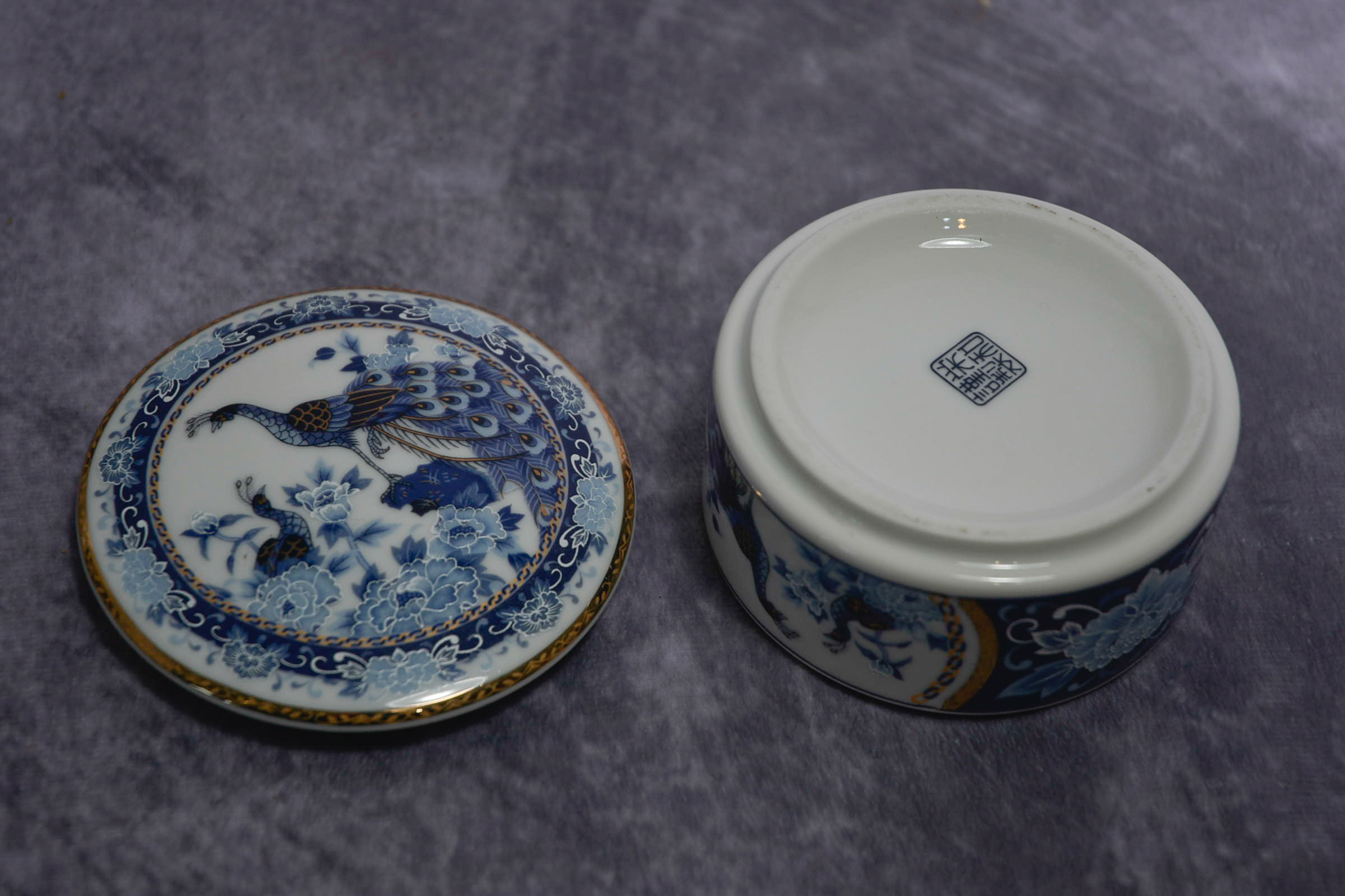 Lot 53 - Japanese trinket box