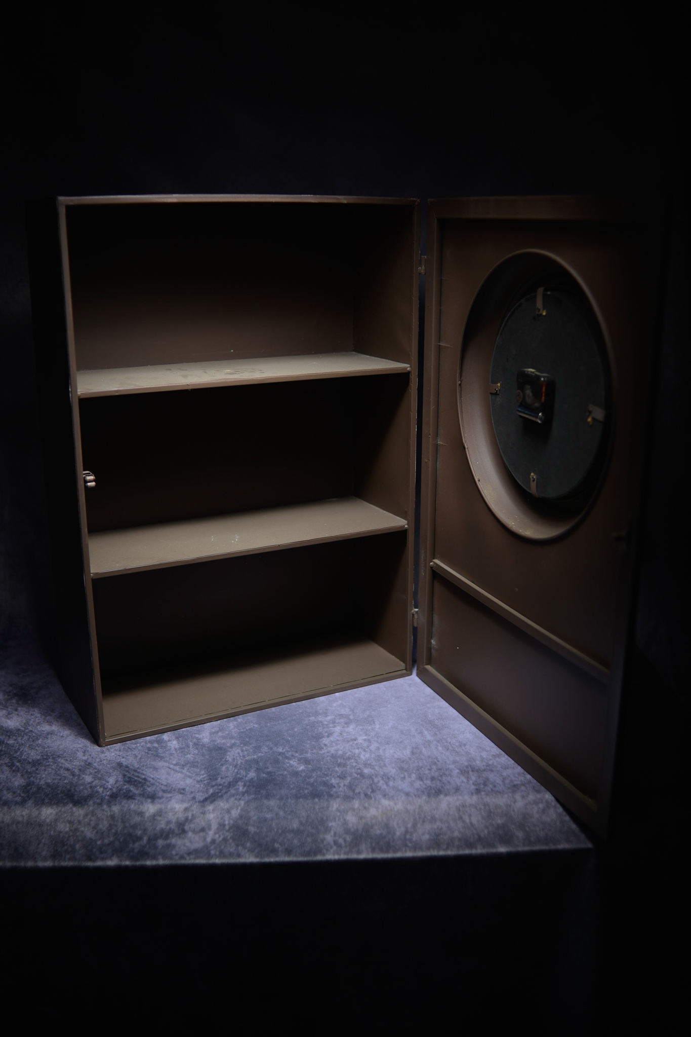 Retro Metal Industrial Cabinet Converted Into A Clock - Image 2 of 2