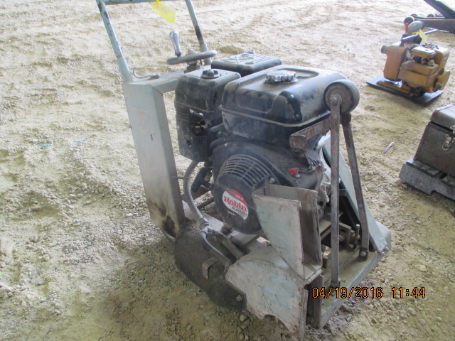 Lot 24 - Target concrete saw w/Robin gas engine