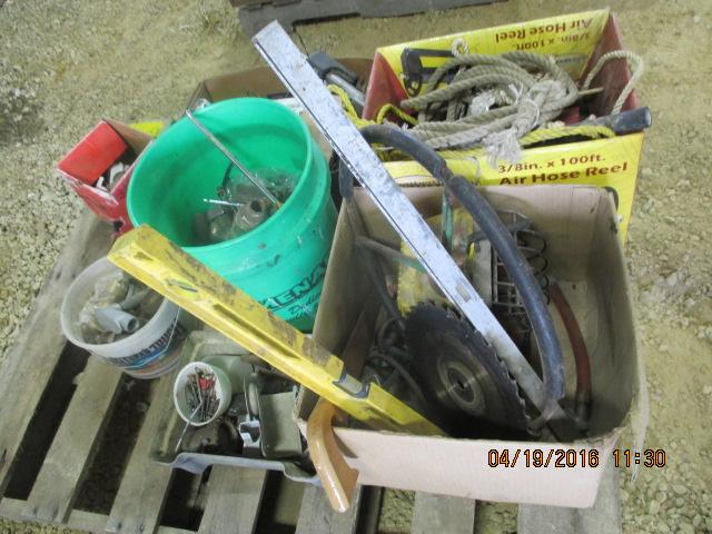 Lot 12 - Hazard reflectors, rope, levels, misc