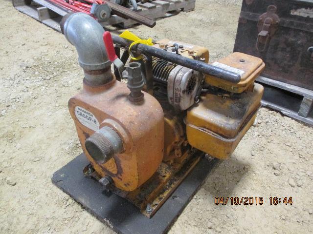 Lot 31 - Trash pump w/Briggs engine