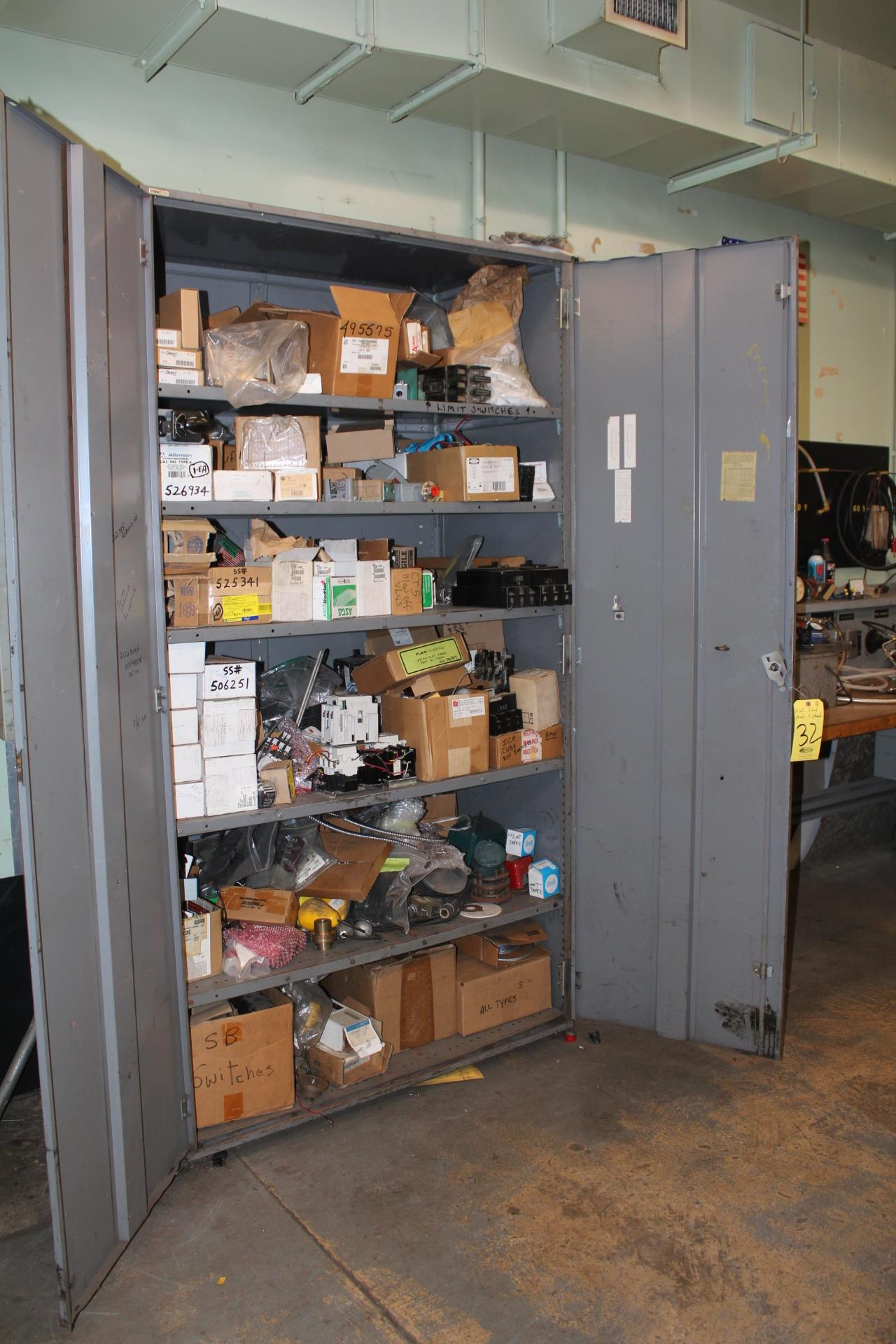 DD SUPPLY CABINET & CONTENTS