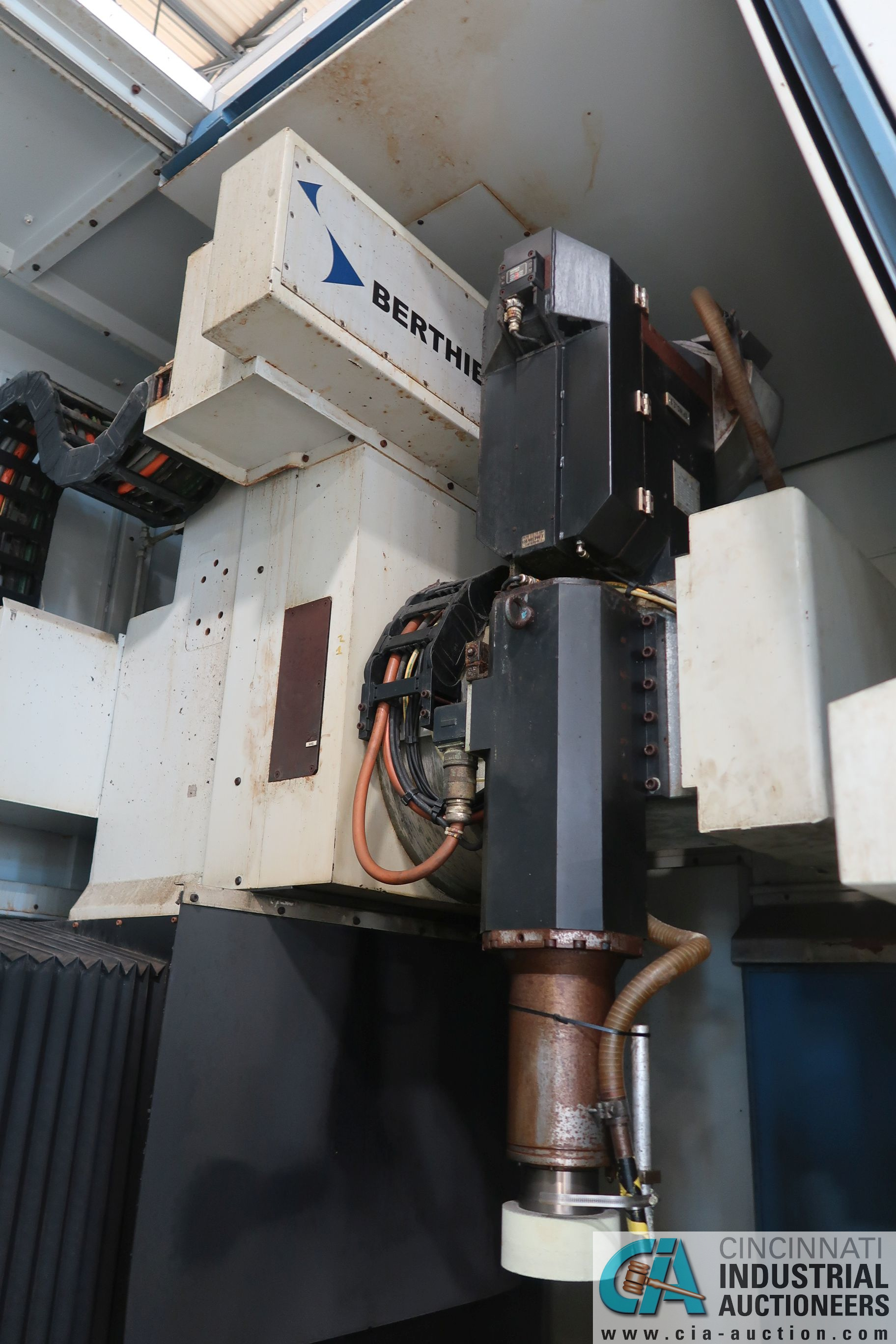 BERTHIEZ MODEL RVU 900/80 ID/OD, WITH TURNING, VERTICAL CNC GRINDER; S/N 4219, 84OD SIEMENS CONTROL - Image 8 of 33