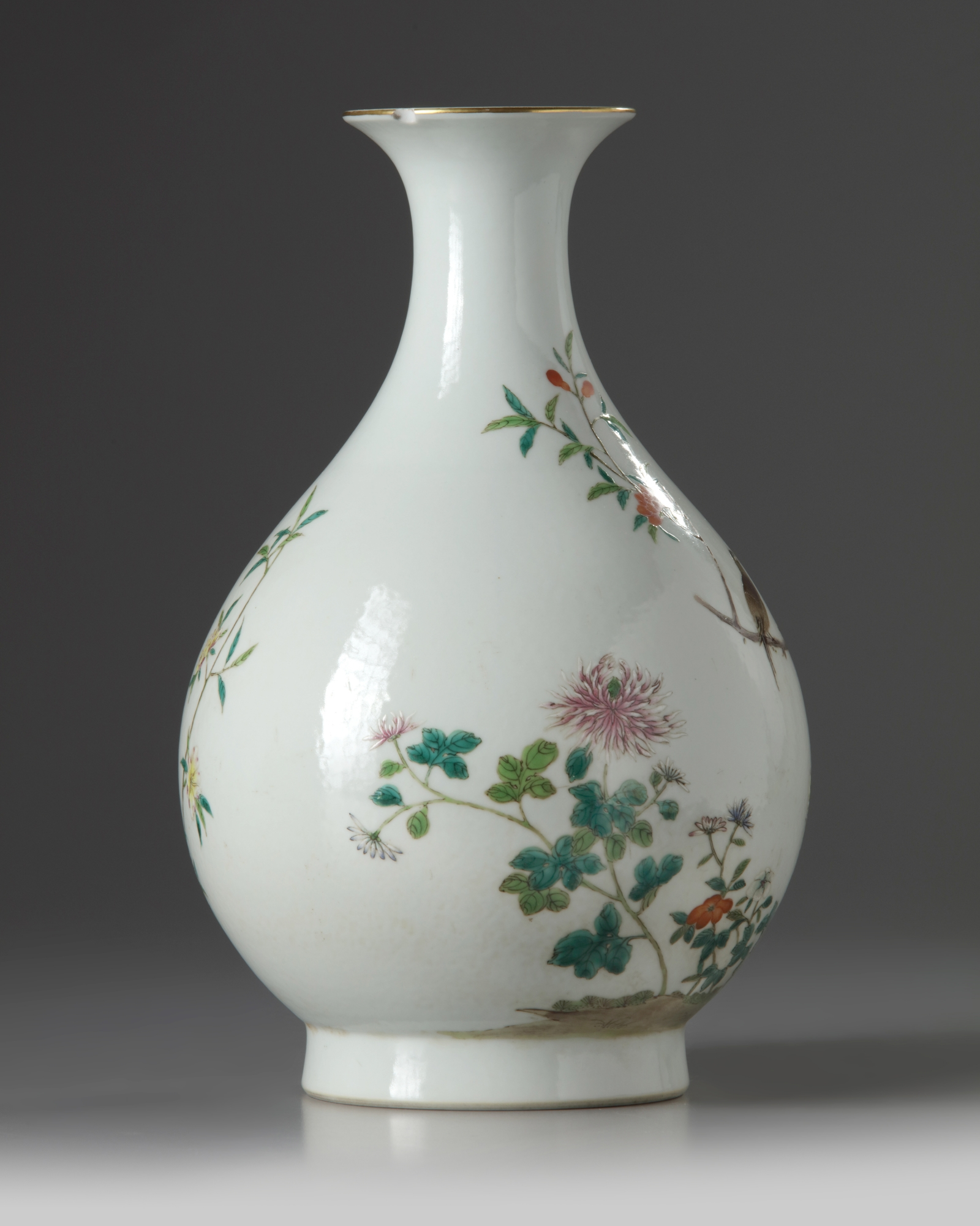 Lot 46 - A Chinese famille rose 'birds and flowers' pear-shaped vase, yuhuchunping