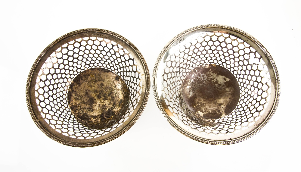 Lot 2022 - George V pair of silver baskets with pierced and beaded decoration, on round feet, by Henry