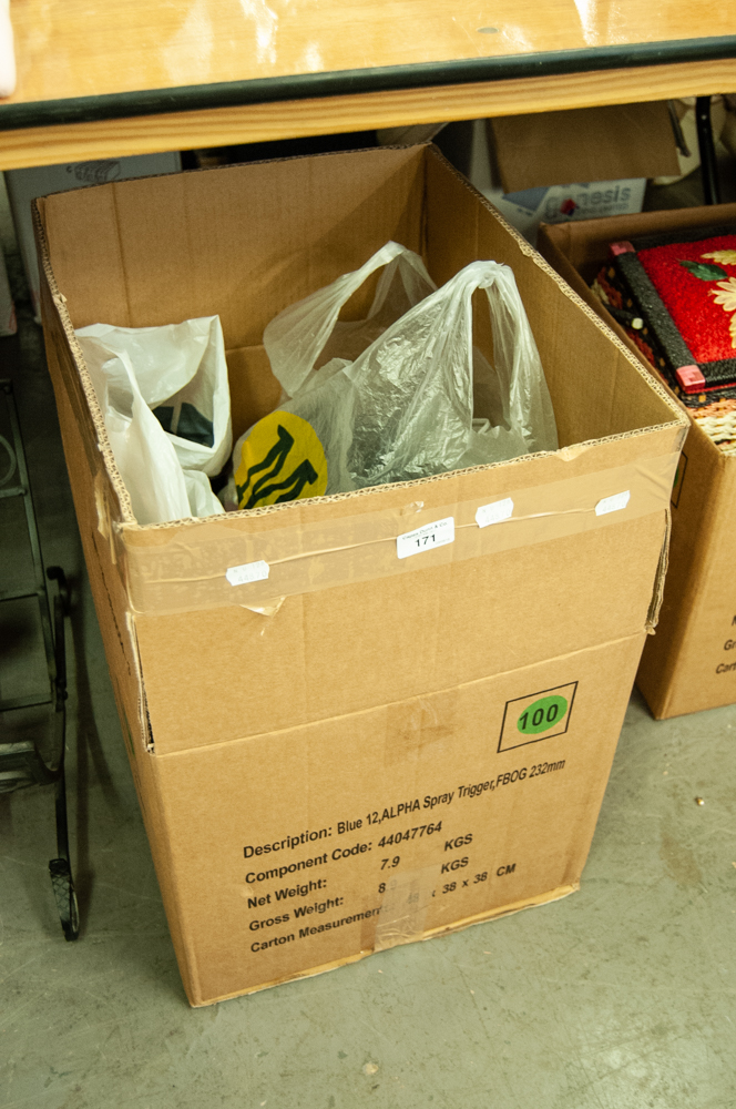 Lot 171 - LARGE QUANTITY OF VARIOUS BAGS AND BELTS, CONTENTS OF ONE BOX