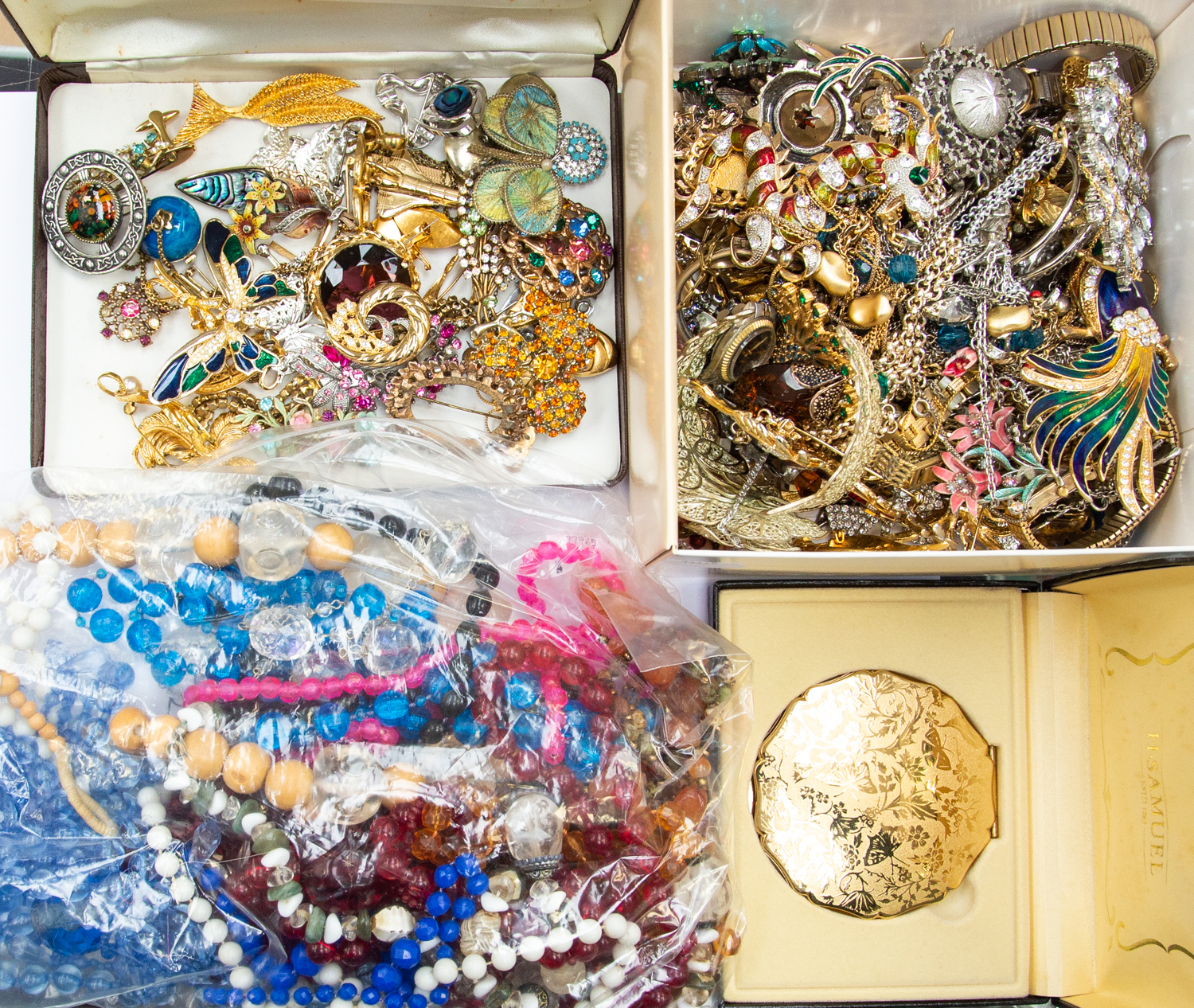 Lot 400 - A large collection of costume jewellery to include vintage paste set brooches, enamel bird brooches,