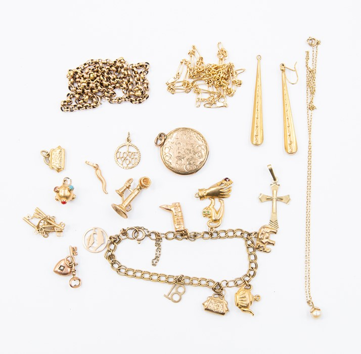 Lot 301 - A collection of 9ct gold and unmarked yellow metal jewellery to include earrings, charms, bracelet