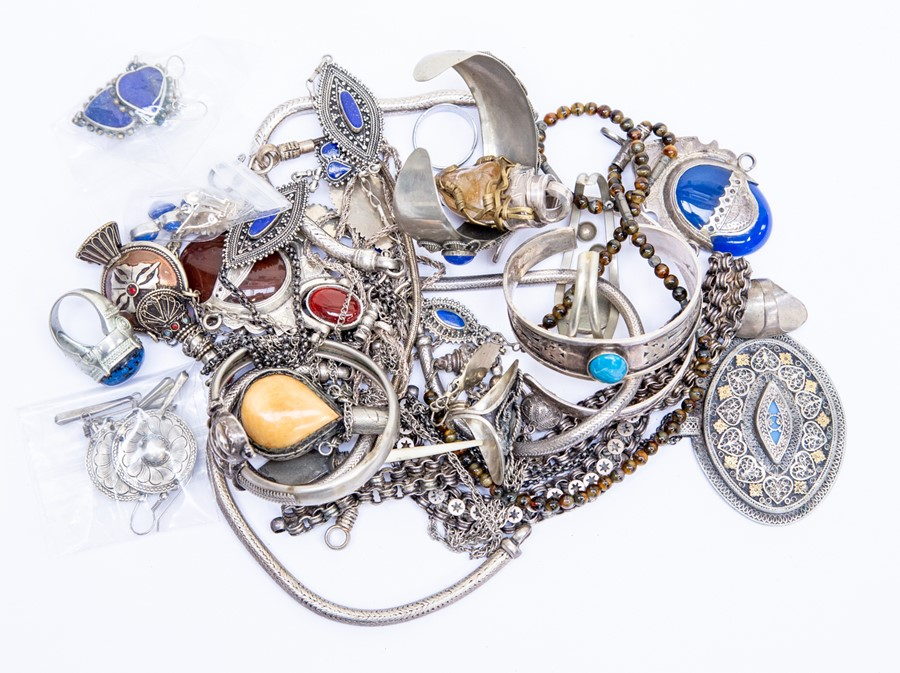 Lot 173 - A collection of ethnic white metal jewellery to include stone set bangles, bracelets, pendants,