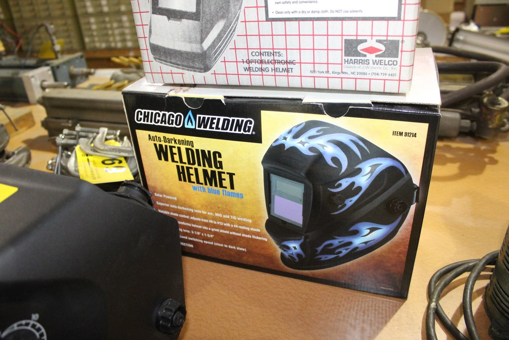 CHICAGO ELECTRIC AUTO DARKENING WELDING MASK WITH BLUE FLAMES - Image 2 of 2
