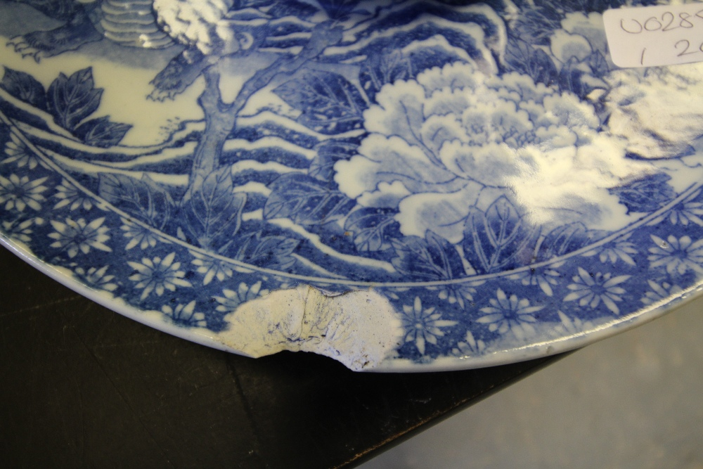Lot 4 - Chinese lidded pot with an antique Chinese plate together with a heron spill vase