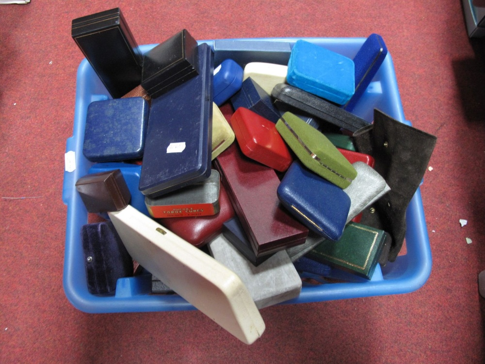 Lot 17 - A Box of Assorted Jewellery Cases/ Boxes.