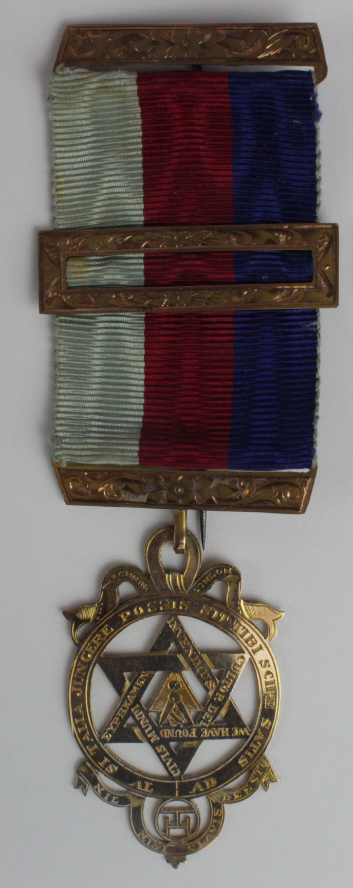 Lot 1120 - Masonic Royal Arch unmarked 9ct. gold medal/jewel. Weighs, with ribbon and base metal pin, 11.8gms.