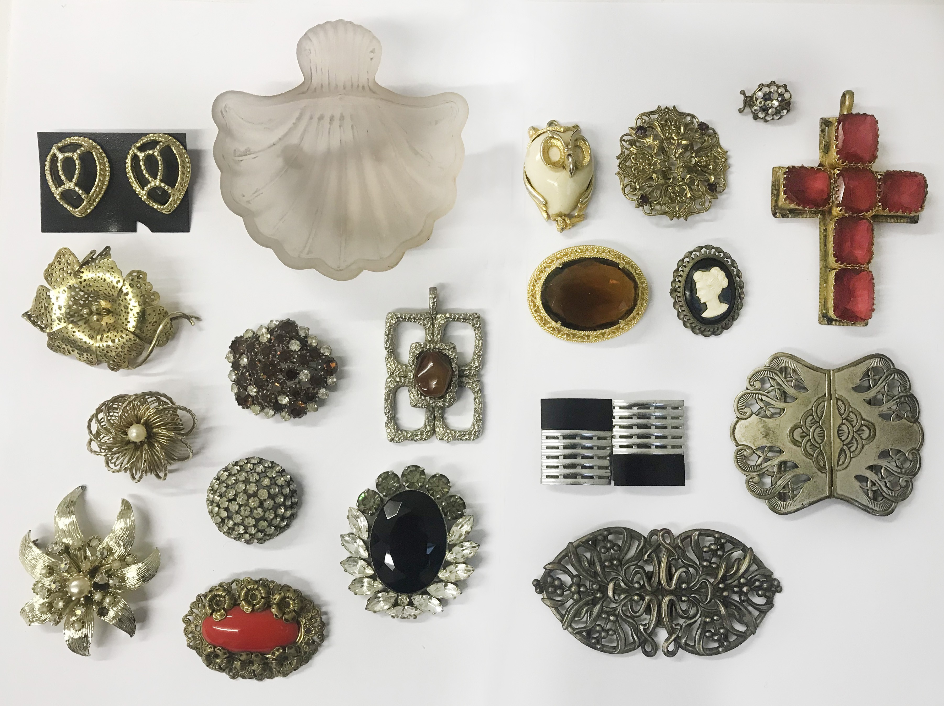 Lot 36 - Small collection of Costume Jewelery