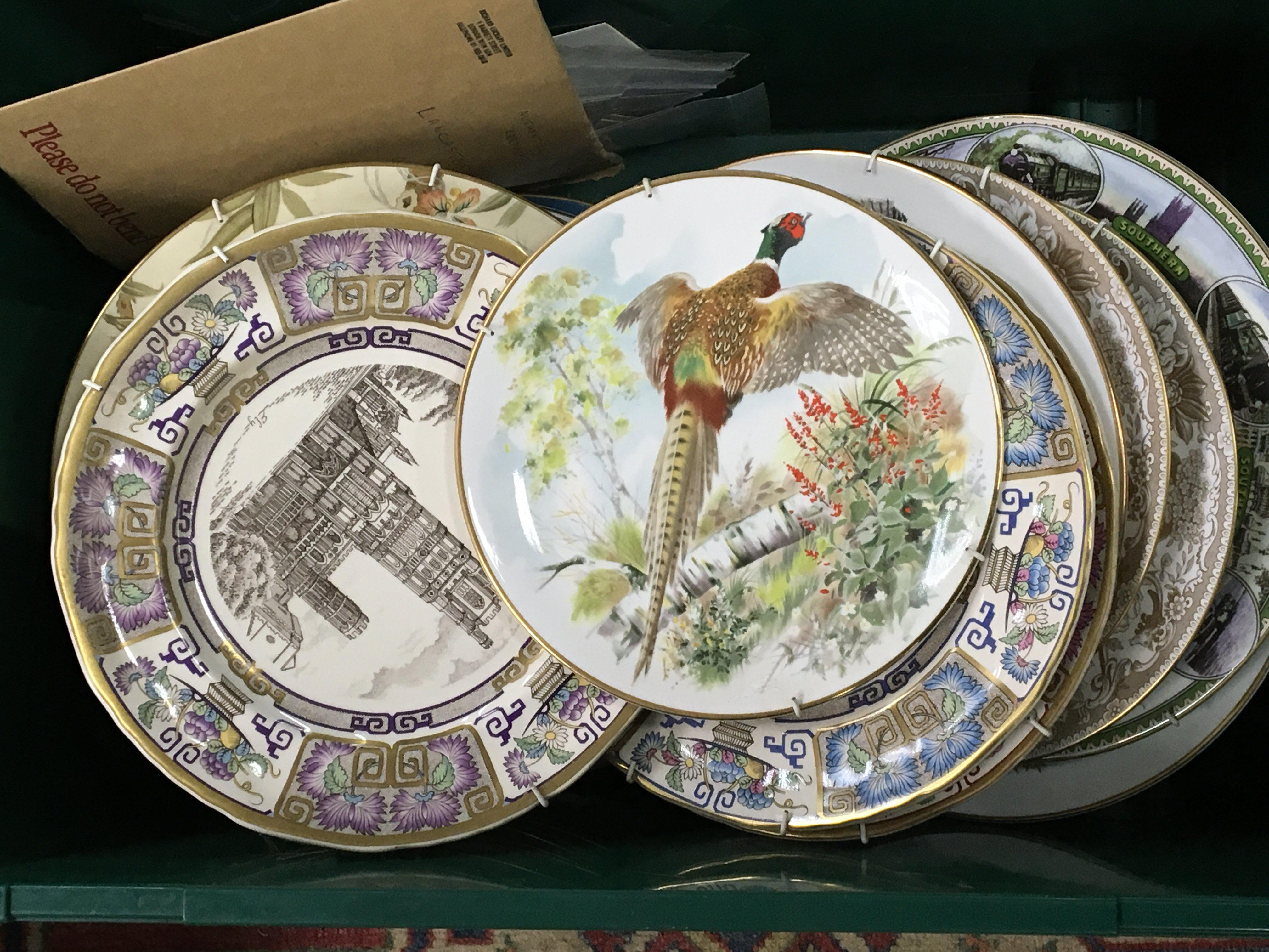 Lot 737 - A large collection of Worcester Masons Coalport wa