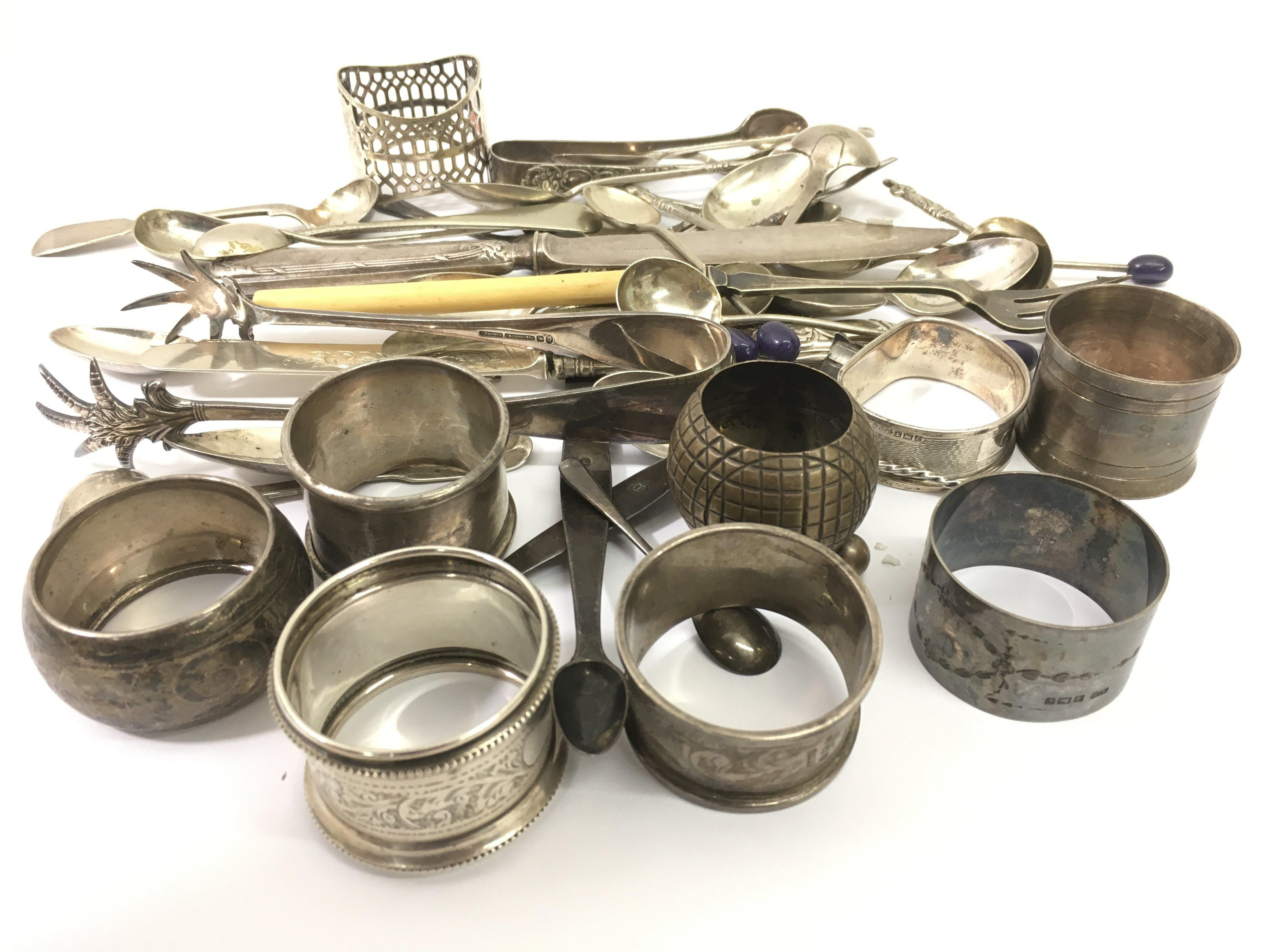 Lot 526 - A bag of silver and plated odds. Silver weight app