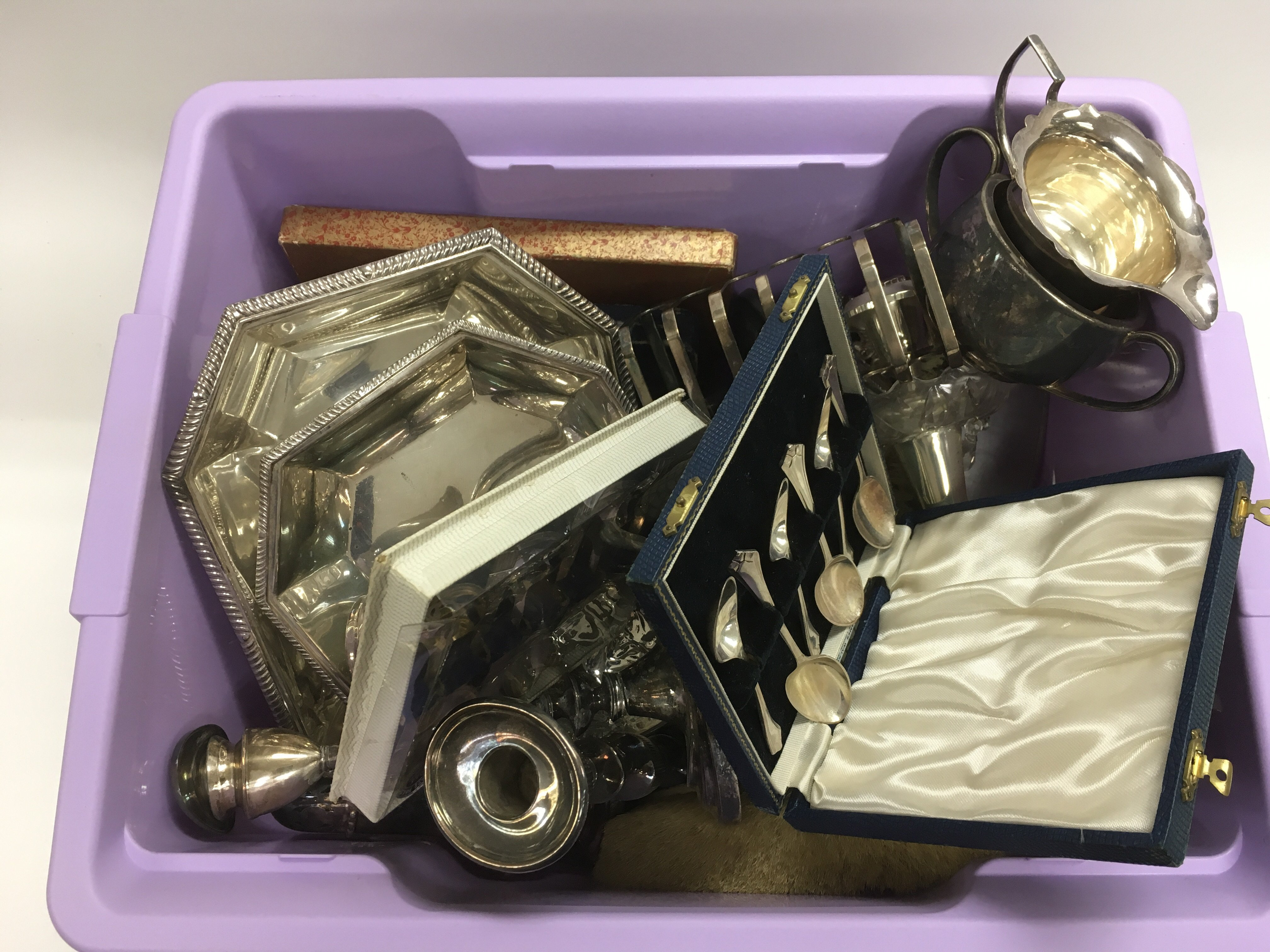 Lot 284 - A box of silver plated items.