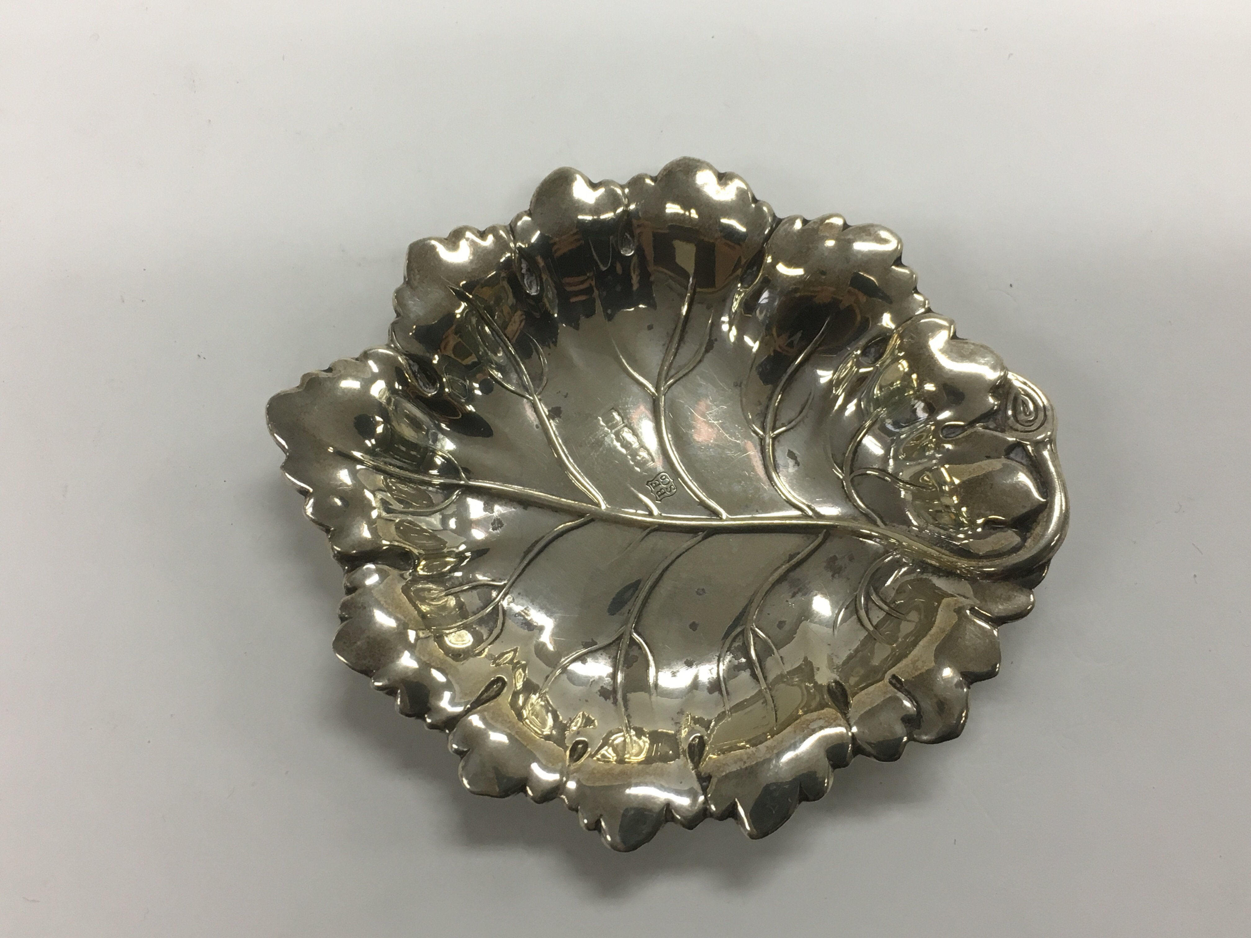 Lot 311 - A small silver dish in the form of a leaf, Birming