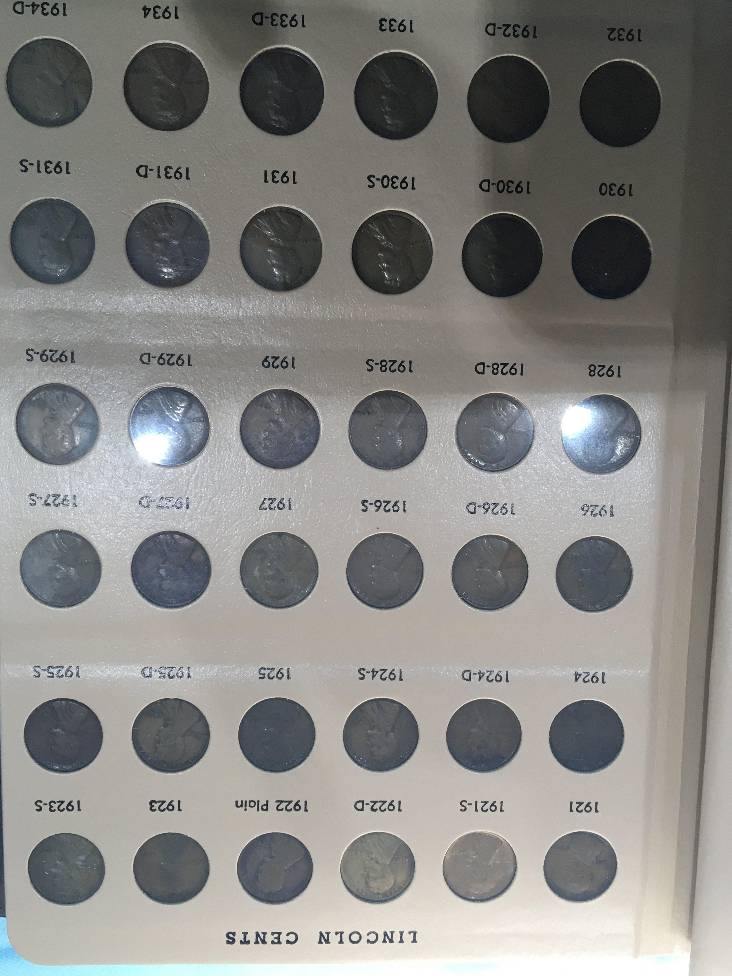 Lot 106 - An Album containing a complete set of Lincoln Cent