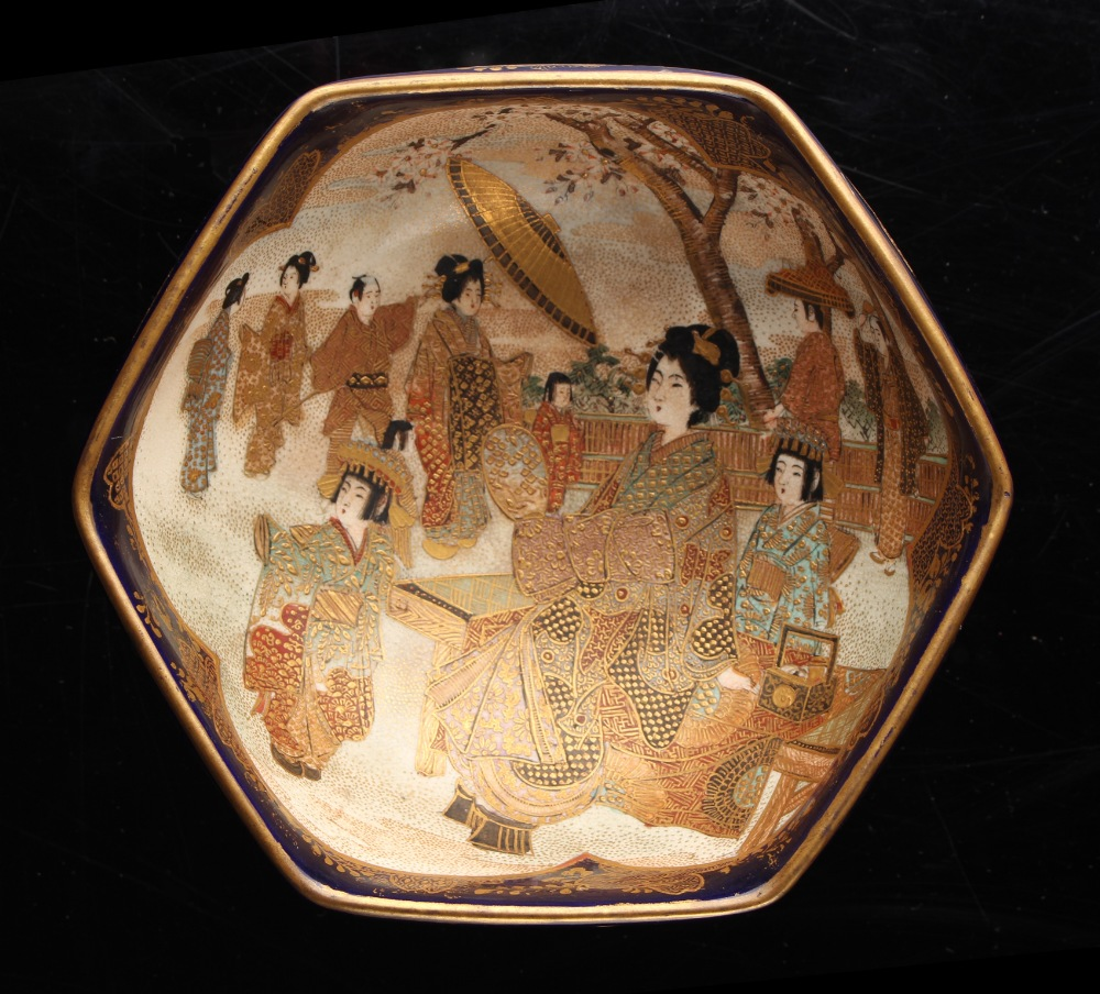 A Japanese Satsuma hexagonal bowl, Meiji period (1868-1912), painted with panels of figures on a - Image 2 of 4