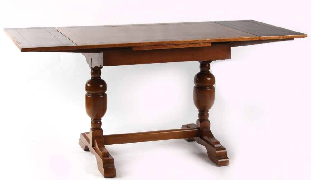 Property of a lady - an oak draw-leaf dining table (see illustration).