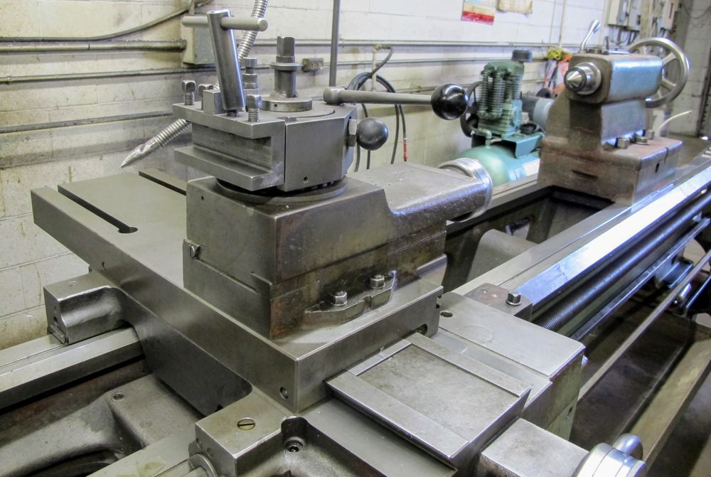 "TOS TRENCIN SN71B LATHE, 28"" SWING, 7' BED, 3 JAW CHUCK, TAIL STOCK, STEADY REST, QUICK CHANGE - Image 6 of 10"