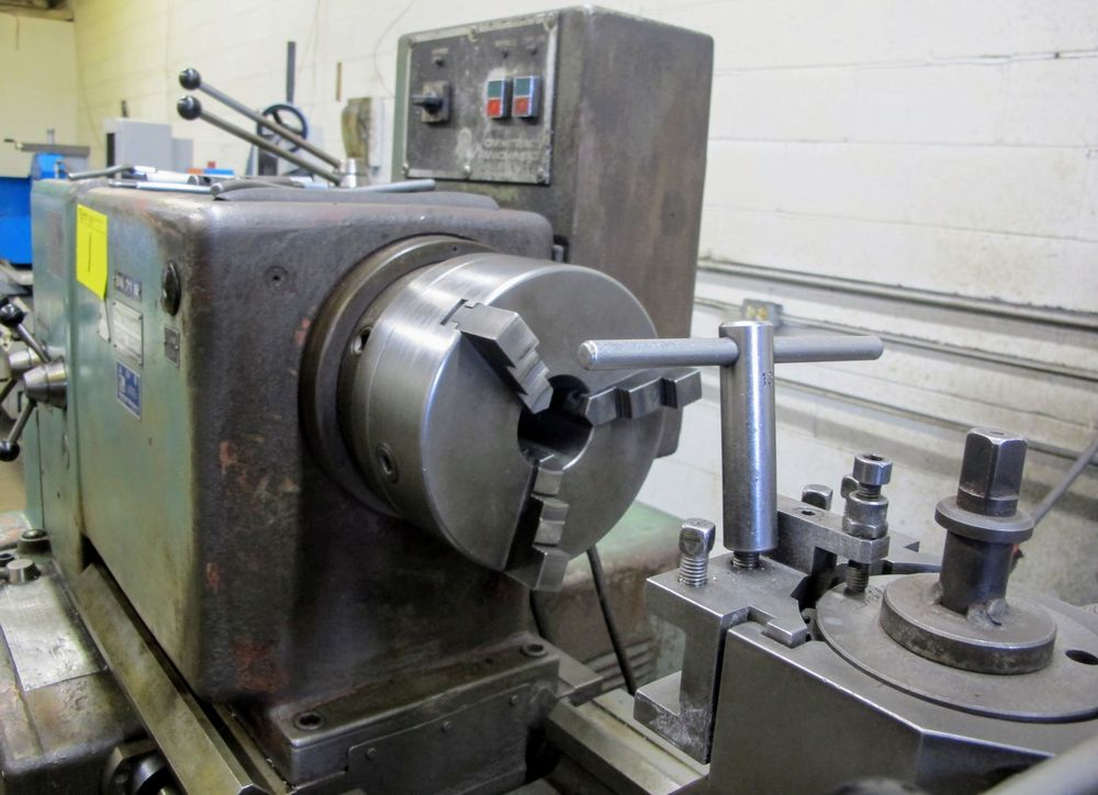 "TOS TRENCIN SN71B LATHE, 28"" SWING, 7' BED, 3 JAW CHUCK, TAIL STOCK, STEADY REST, QUICK CHANGE - Image 8 of 10"
