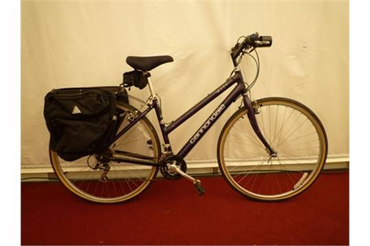 A Cannondale H300 Ladies Bicycle