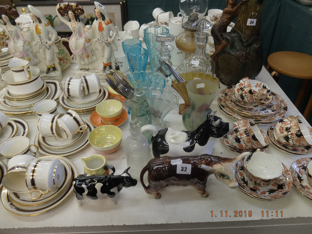 Lot 32 - A mixed assortment of assorted sundries including oil lamp and bachelor tea set