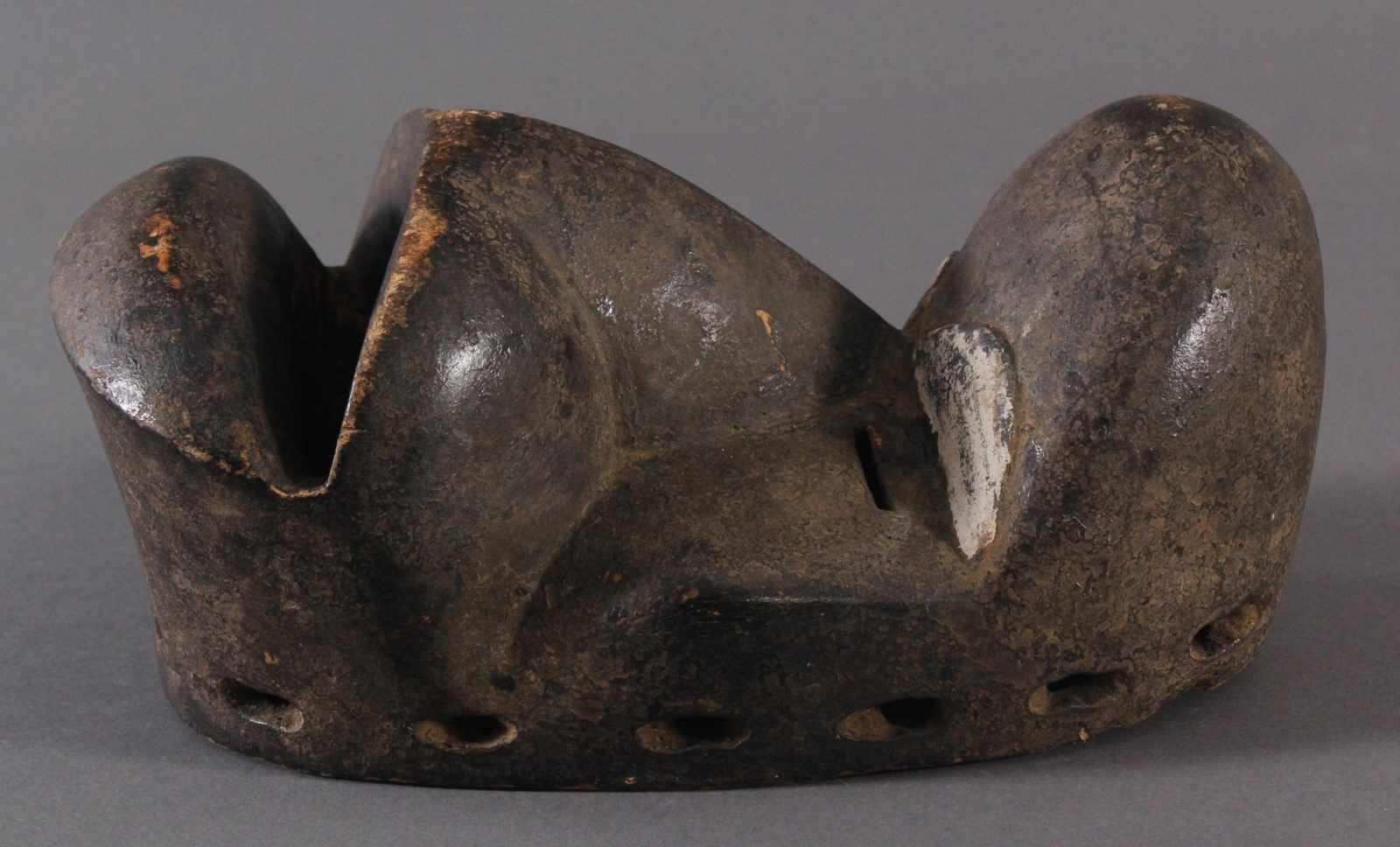Antike Maske der Dan, Kran, Elfenbeinküste 1. Hälfte 20. Jh.Holz geschnitzt, dunkle Patina, weiße - Bild 3 aus 4