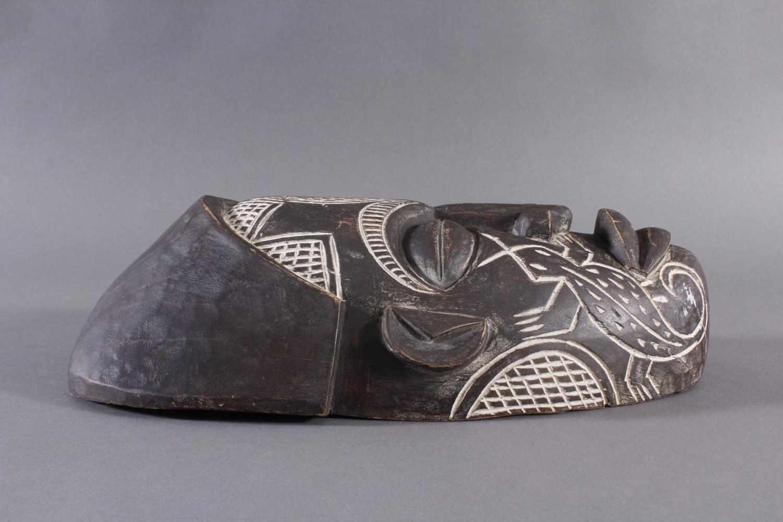 Antike Maske, Chokwe, Angola 1. Hälfte 20. Jh.Holz geschnitzt, dunkle Patina, Narbentatauierung, ca. - Bild 3 aus 7