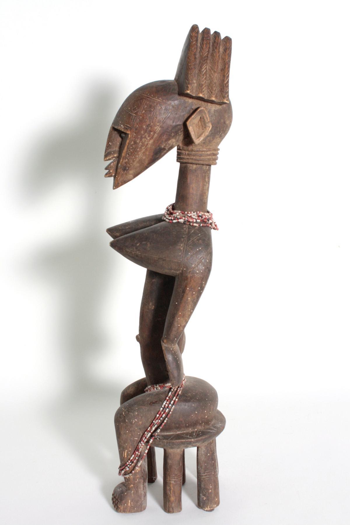 Bambara/Mali, sitzende weibliche Figur, 1. Hälfte 20. Jh.Holz, dunkelbraune Patina, sitzende Frau - Bild 5 aus 5